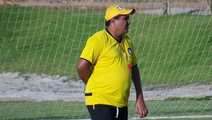 Higor Cesar, técnico do Globo FC (Foto: Ferreira Neto)