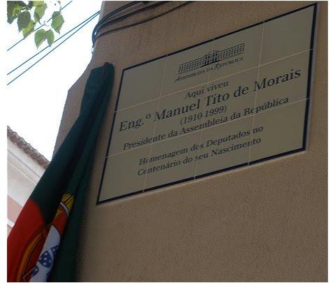 Placa na casa de Tito de Morais