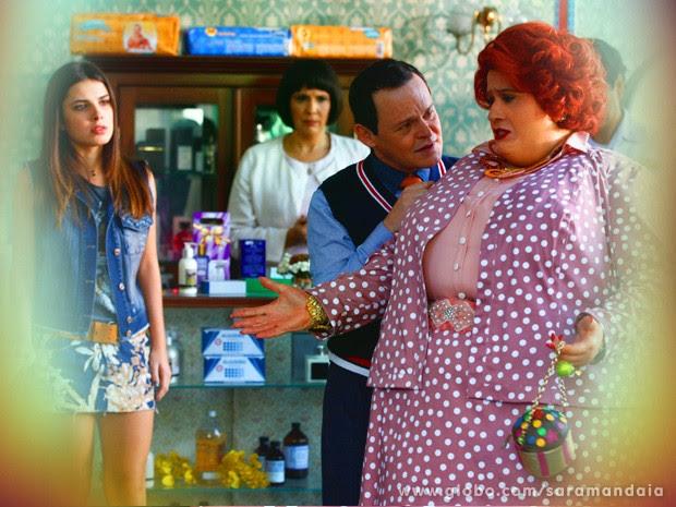 Redonda se preocupa pela perda de 200 gramas (Foto: TV Globo/Saramandaia)