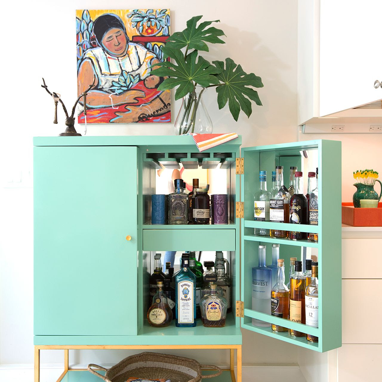 Hosting Cocktails? Impress Your Guests With These Bar Cabinets