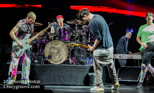 Photos – Red Hot Chili Peppers, 5/19/17, US Bank Arena, Cincinnati, OH