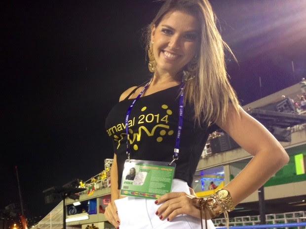 Ana Paula Moraes é torcedora da Grande Rio, mas em 2014 veio à Sapucaí a trabalho (Foto: Gabriel Barreira/G1)