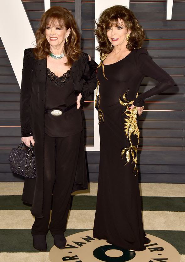 Joan posed for her a photo with her sister Jackie Collins