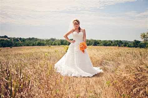 Pin up Girl 1950s style BOMBSHELL wedding dress   Very