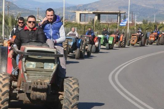 Μπλόκα αγροτών: Κλείνουν δρόμους, τρένα, εφορίες, τράπεζες - 20.000 θα κατέβουν στην Αθήνα!