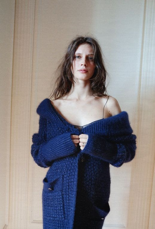 LE FASHION BLOG MODEL ACTRESS MARINE VACTH INTERVIEW GERMANY Photographer Juergen Teller Styling Julia von Boehm ROYAL BLUE LONG KNIT CARDIGAN SWEATER EFFORTLESS FRENCH STYLE INSPIRATION WAVY HAIR NATURAL BEAUTY JEUNE ET JOLIE YOUNG AND BEAUTIFUL FILM MOVIE 4 photo LEFASHIONBLOGMARINEVACTHINTERVIEWGERMANY4.jpg