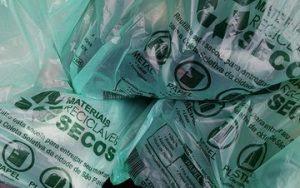 Haddad pede na Justiça distribuição gratuita de sacolinhas por supermercados