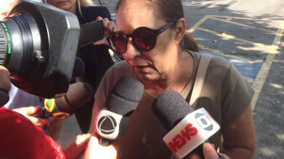 A médica foi à 16ºDP (Barra da TIjuca) nesta segunda-feira (12) (Foto: Fernanda Rouvenat/ G1)