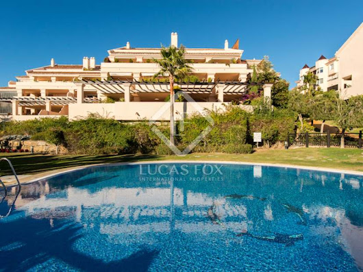 Spacious penthouse duplex to buy in the Golf Valley of Nueva Andalucia
