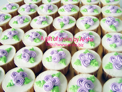 Swirl birthday cupcake design