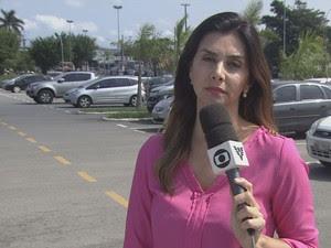 Repórter realizava entrevista ao vivo quando abordada por homem armado (Foto: Reprodução/TV Tribuna)