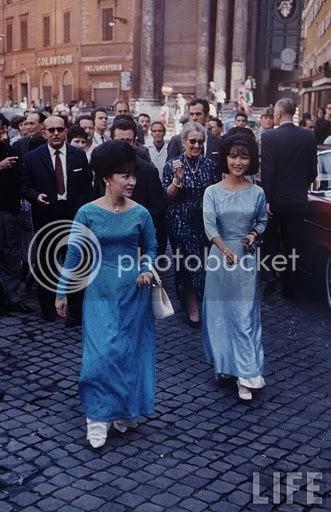 Madame Ngo Dinh Nhu: 1963_Paris_-_Madame_Nhu_and_daughter_Le_Thuy2.jpg