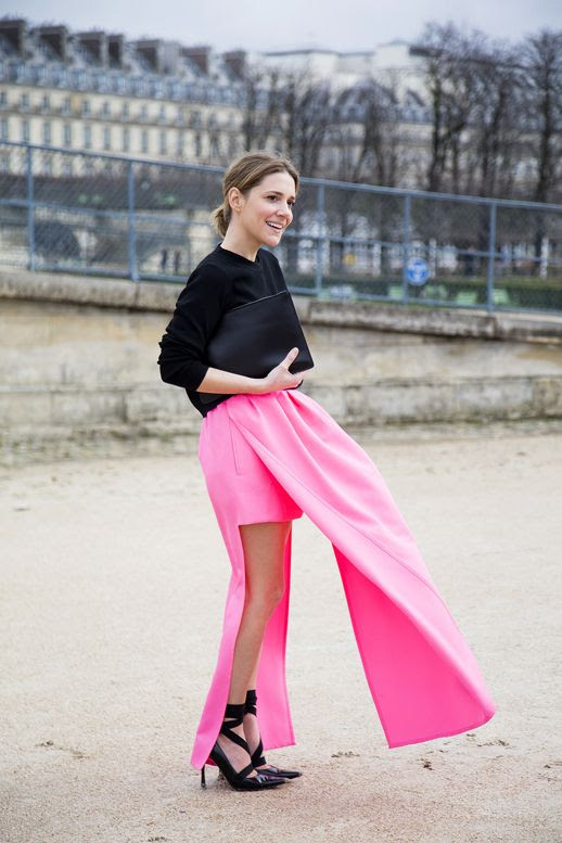 LE FASHION BLOG STYLIST LAURA FANTACCI MINIMAL BLACK AND FLUORO JIL SANDER PINK SKIRT WEARING IT TODAY BLOG BLACK CREW NECK SWEATER BLACK OVERSIZED ZIP POUCH CLUTCH BAG STRAPPY ANKLE WRAP HEELS PUMPS PARIS FASHION WEEK VIA VOGUE UK photo LEFASHIONBLOGLAURAFANTACCIMINIMALBLACKFLUOROPINKVIAVOGUEUK1.jpg