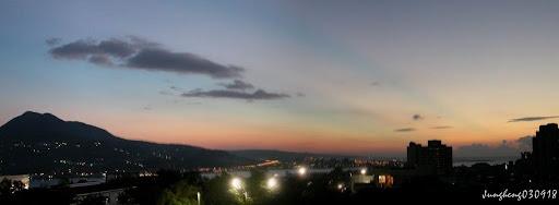 觀音山與晚霞