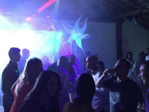 Convidados continuaram na festa mesmo após calote de bufê (Foto: Arquivo Pessoal/Renan Martins Fernandes)