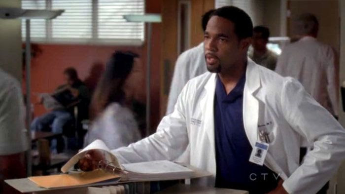 Dr. Ben Warren (Jason George) checks out a nurse (off-screen) that he has the hots for in GREY'S ANATOMY.