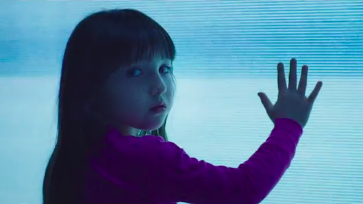 The new Poltergeist trailer is basically just a collage of horrifying images