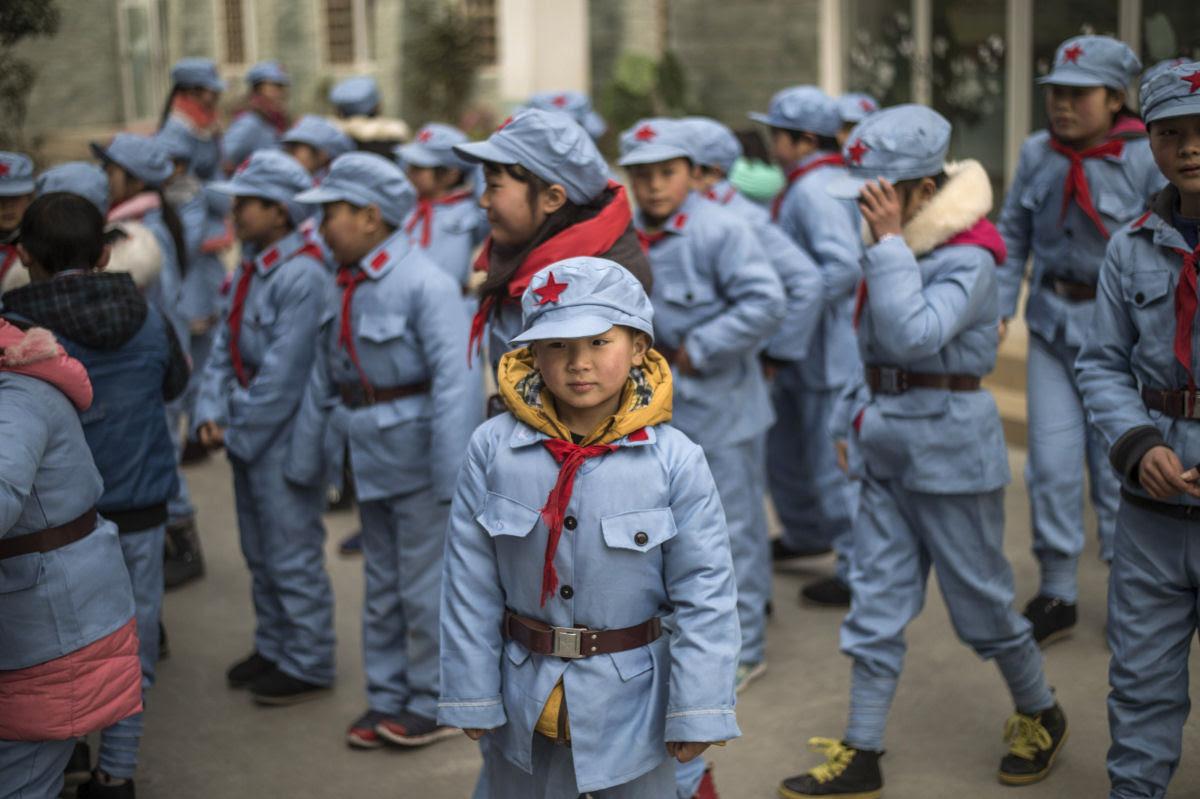 Como são os uniformes escolares em alguns países ao redor do mundo 01