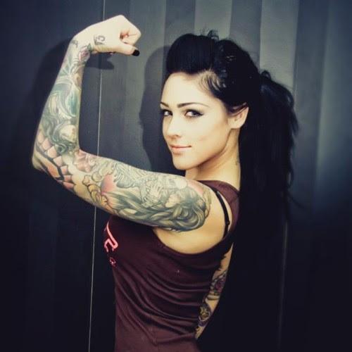 Garotas morenas tatuadas (49)