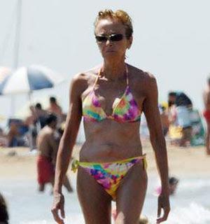 De la Vega se pasea en bikini por las playas de Vilanova i la Geltrú
