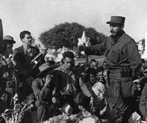 Fidel en tumba de José Antonio Echeverría, en enero de 1959.