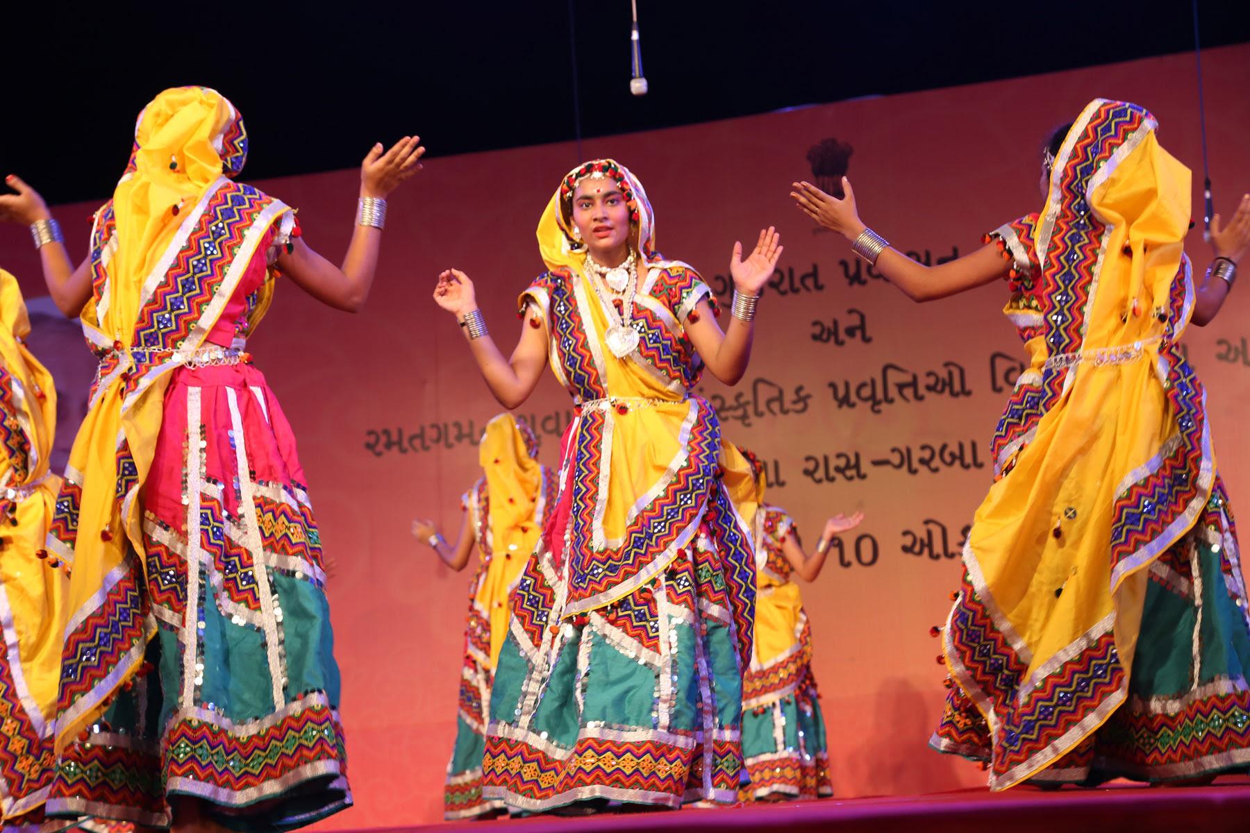 cultural-festivals/navratri-festival-Gujrat-4