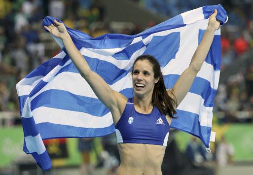 Στεφανίδη: Η... χρυσή σημαιοφόρος στο αρχηγείο της Ελληνικής αποστολής [pic]