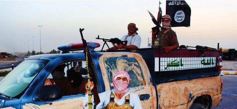 <p>Image issue du site djihadiste Welayat Salahuddin et montrant des membres du l'Etat islamique dans un véhicule volé aux forces de sécurité iraquiennes, le 14 juin 2014 dans la province de Salah ad-Din, province natale de Saddam Hussein.</p>