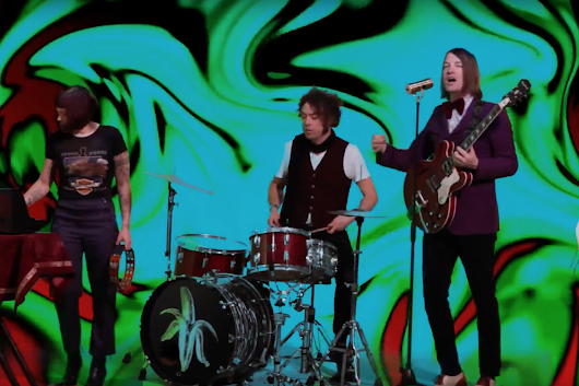 "New Music: The Dandy Warhols – ""Thick Girls Knock Me Out (Richard Starkey)"" 