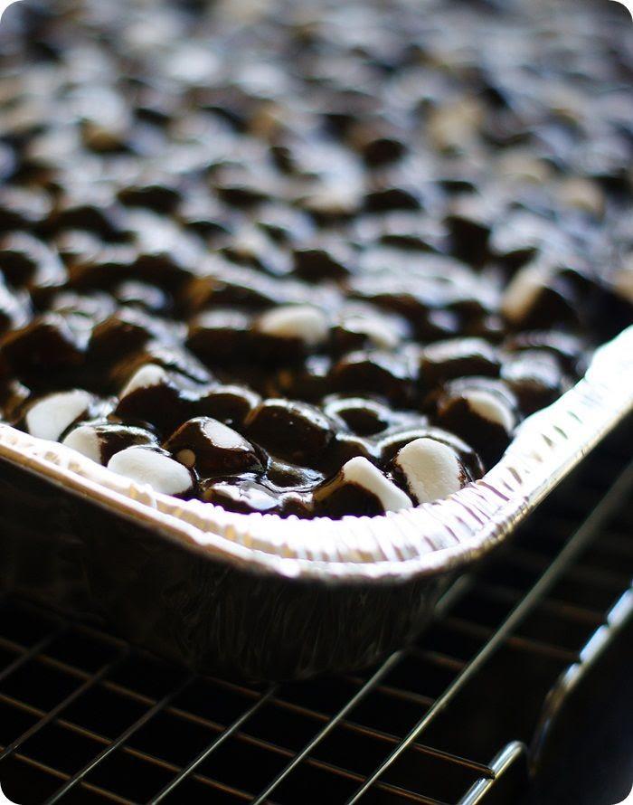 mocha mississippi cake frosting length photo mochamississppicakefrostinglength.jpg