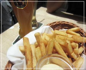 東京ソラマチ「世界のビール博物館」にて、山盛りフリッツ。