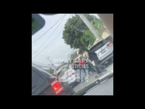  Video   Agentes obligan a un hombre a salir de su vehículo y le propinan disparo