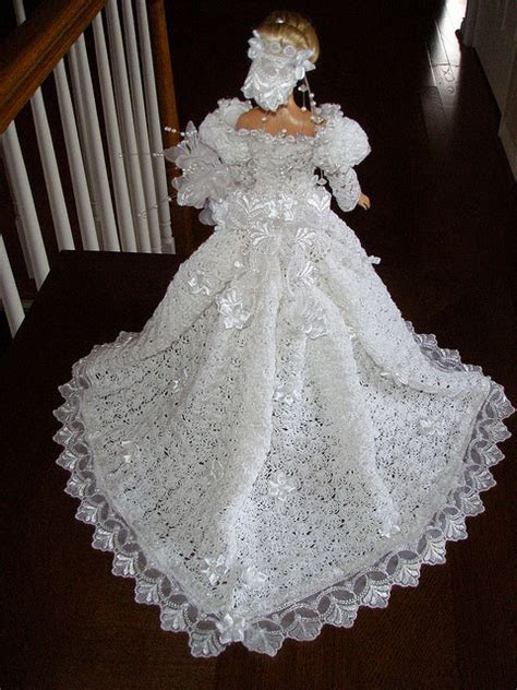 Free Crochet Barbie Wedding Dress   Great if your girls