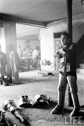 Fábrica de espadas, damasquinado y armaduras de Toledo en 1965. Fotografía de Carlo Bavagnoli. Revista Life (28)