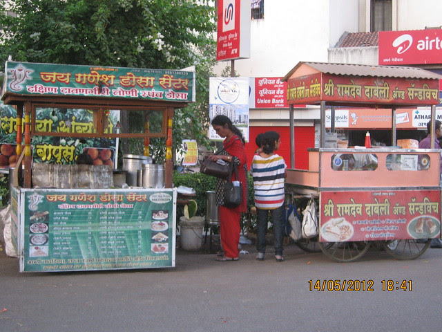 Davangiri Dosa & Kacchi Dabeli Vendors at the entrance of the lane to Suyog Aura Warje - Visit Suyog Aura Warje Pune 411052