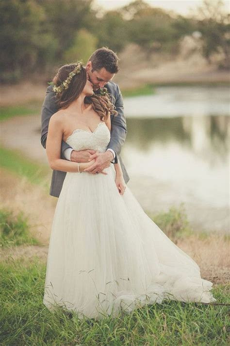 Bride and groom wedding photography ideas. Find your