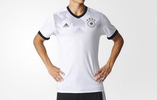 El blanco y el negro, la nuevo camiseta del Alemanias pre-partido 2017 2018 baratas tiene un gráfico sutil de los años 80 inspirado en el frente que se descolora de hacia el centro de la camisa. Los cuellos en V y los manguitos de la el camiseta del...