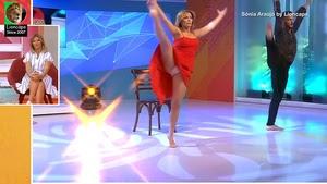 Sónia Araujo sensual a dançar no Praça da Alegria