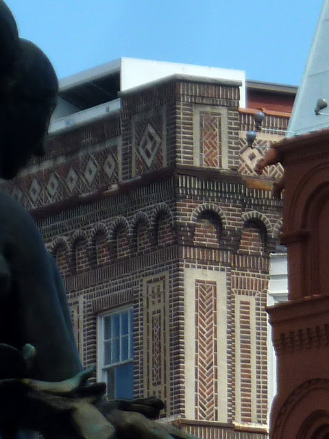 P1120589-2012-10-03-Atlanta-Imperial-Hotel-1910-by-architect-Edward-E-Dougherty-brick-detail-detail