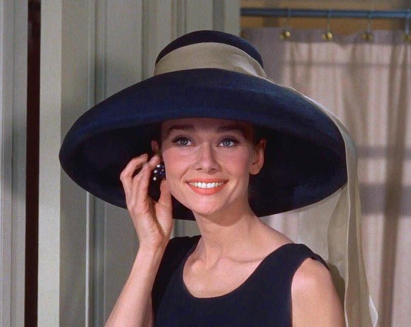 Ficheiro:Audrey Hepburn Tiffany's.jpg