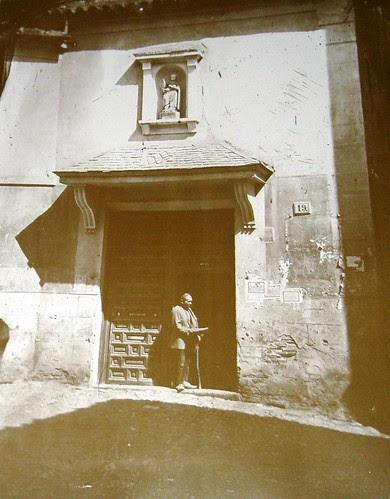 Mendigo en la Iglesia de San Nicolás, Toledo. Foto Casiano Alguacil