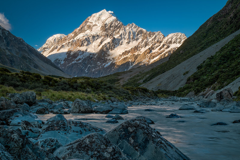 View on Mount Cook from the Hooker valley