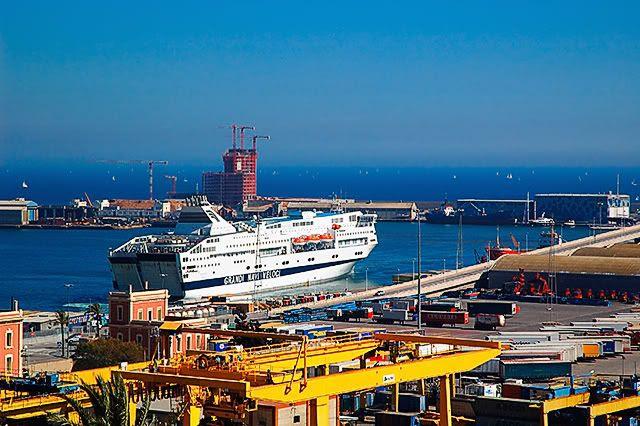 Cruise Ferries at Barcelona Port: Grandi Navi Veloci [enlarge]