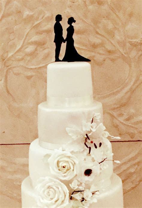 Wedding cake silhouette, cut from card or icing ? The
