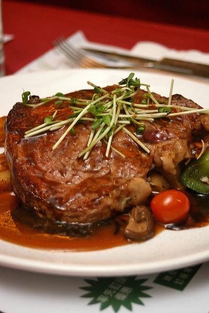 Rib eye roast with herb gravy