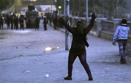 A woman, who opposes then Egyptian President Mohamed Mursi, shouts slogans at riot police during clashes along Qasr Al Nil bridge, which leads to Tahrir Square in Cairo, in this March 7, 2013 file picture. REUTERS-Amr Abdallah Dalsh-Files