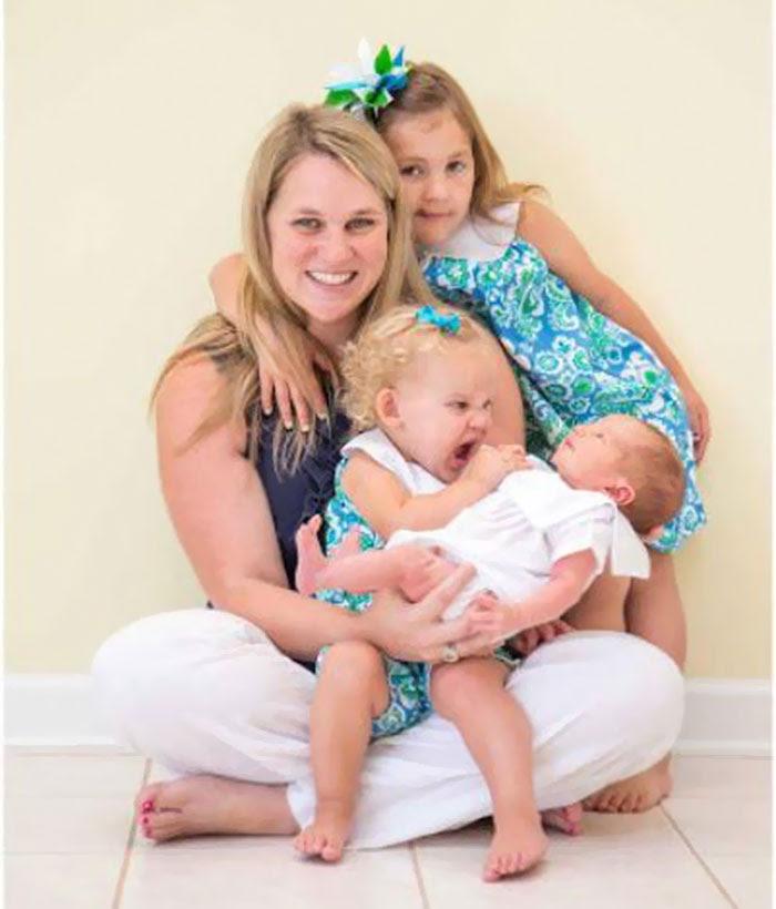 Kesal karena harus foto keluarga lagi gara-gara adik baru