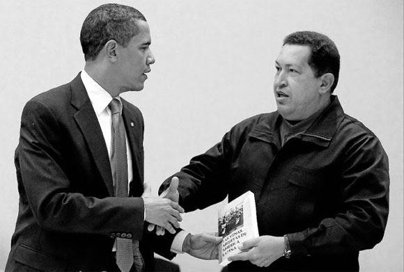 """Chávez le regala a Obama el libro """"Las venas abiertas de América Latina"""" en la Cumbre de las Américas"""