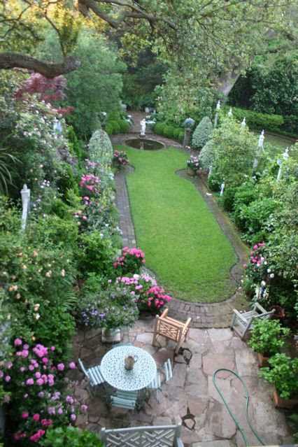 Antique Homes and Lifestyle: How to Design a Traditional Garden Landscape on a Small Budget