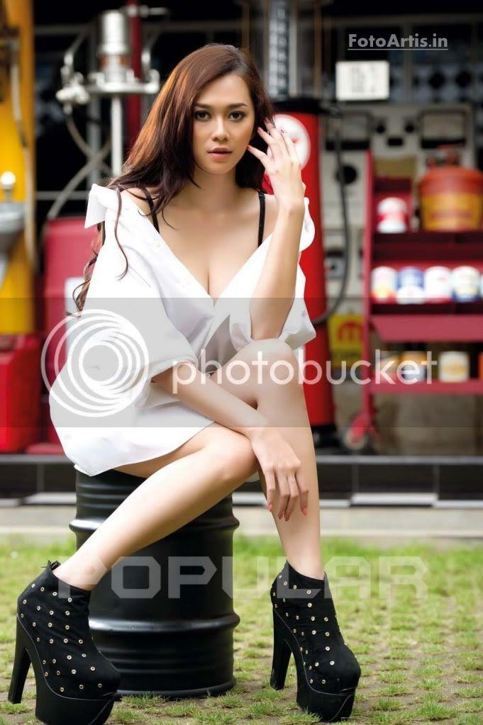 Gambar foto hot Aura Kasih